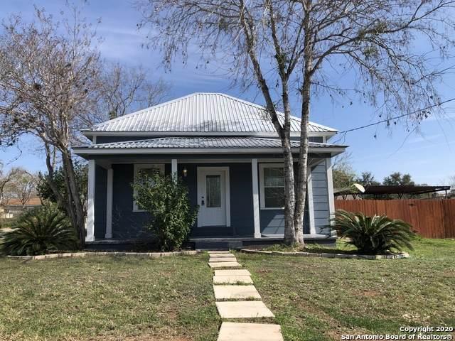 1002 3RD ST, Floresville, TX 78114 (MLS #1441235) :: The Gradiz Group