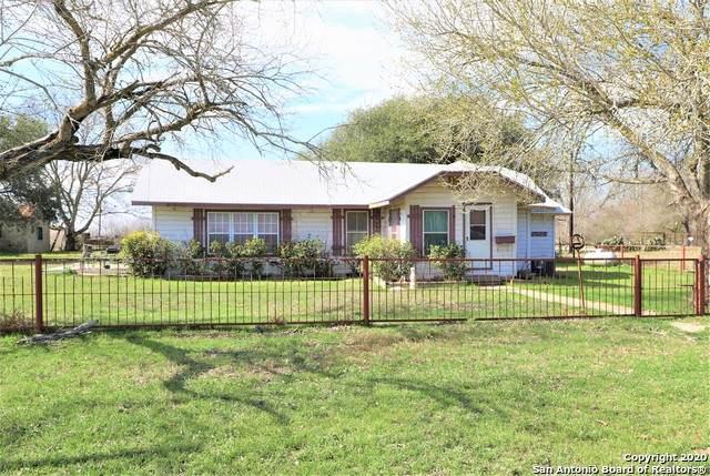 700 Trail St, Floresville, TX 78114 (MLS #1442157) :: Exquisite Properties, LLC