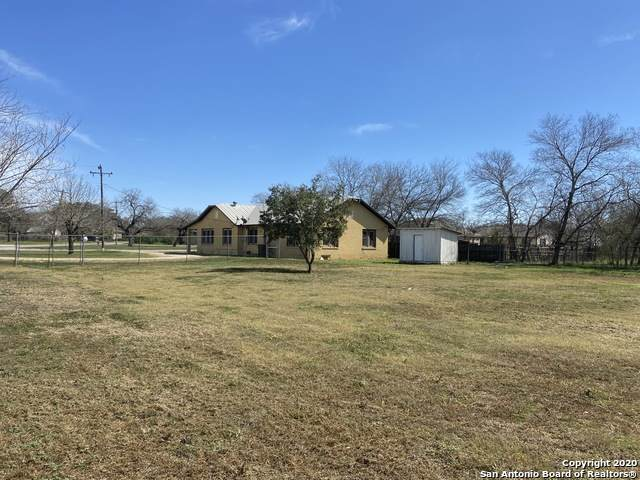 207 N Windy Knoll Dr, Devine, TX 78016 (MLS #1442651) :: The Glover Homes & Land Group