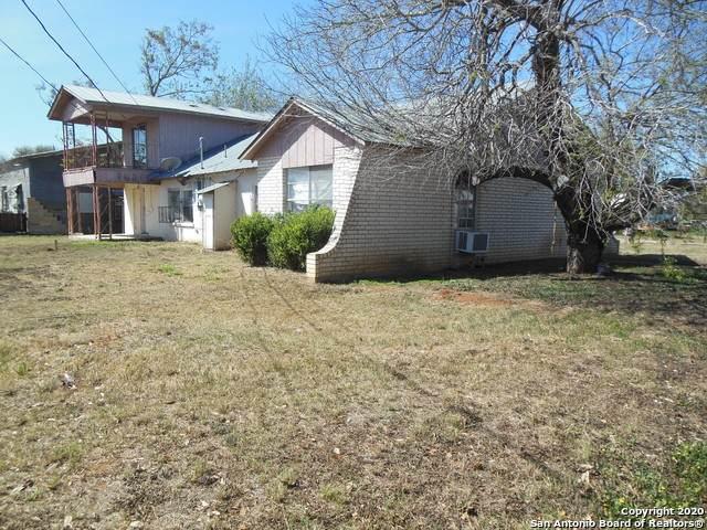1216 E Alabama St, Pearsall, TX 78061 (MLS #1443619) :: BHGRE HomeCity San Antonio