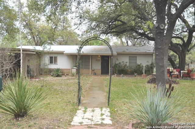 400 Mockingbird, Devine, TX 78016 (MLS #1446202) :: Neal & Neal Team