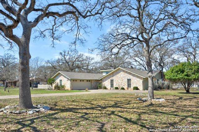 416 E Oakwood Rd, Kerrville, TX 78028 (MLS #1446237) :: The Glover Homes & Land Group
