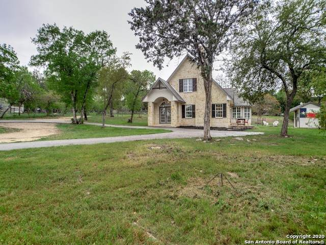 300 Saddle Mountain Dr, Boerne, TX 78006 (MLS #1447115) :: Alexis Weigand Real Estate Group