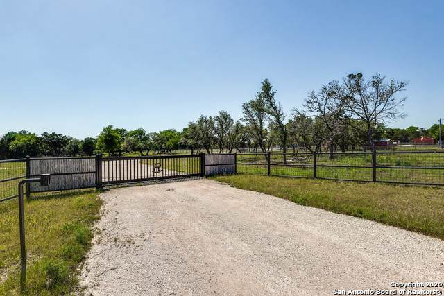 8-10 Flat Rock Creek Rd, Comfort, TX 78013 (#1448188) :: The Perry Henderson Group at Berkshire Hathaway Texas Realty