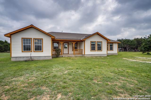 4689 English Crossing Rd, Pipe Creek, TX 78063 (MLS #1448298) :: Alexis Weigand Real Estate Group