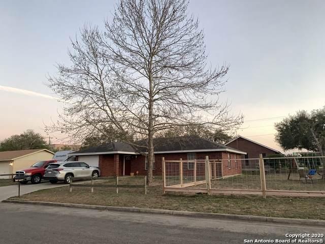 1051 Kilgore St, Pleasanton, TX 78064 (MLS #1448660) :: Santos and Sandberg
