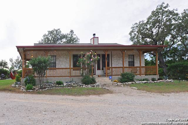 820 County Road 2651, Rio Medina, TX 78066 (MLS #1449043) :: Vivid Realty