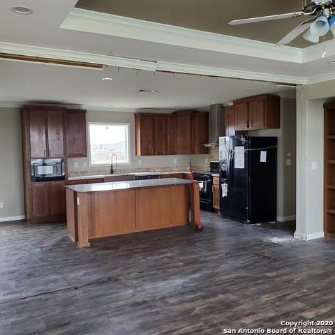 160 Pr 7758, Devine, TX 78016 (MLS #1449629) :: The Castillo Group