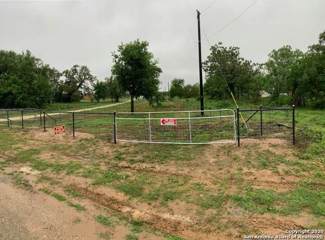 2395 County Road 342, La Vernia, TX 78121 (MLS #1449658) :: Alexis Weigand Real Estate Group