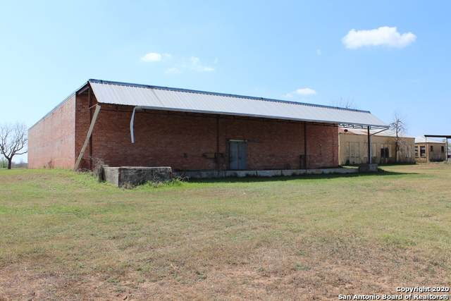 330 County Road 743, Yancey, TX 78886 (MLS #1450158) :: The Mullen Group | RE/MAX Access