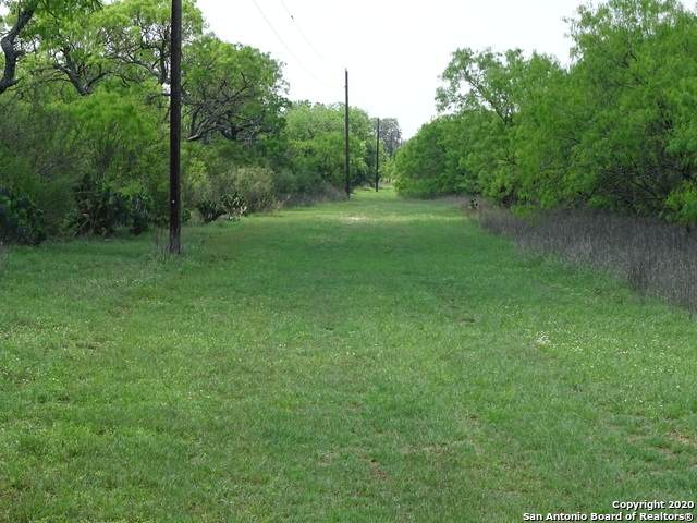 1475 Vanness, Poteet, TX 78065 (MLS #1450282) :: Real Estate by Design