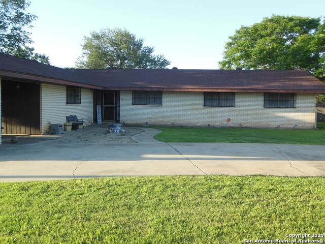 717 E Brazos St, Pearsall, TX 78061 (MLS #1451117) :: Warren Williams Realty & Ranches, LLC