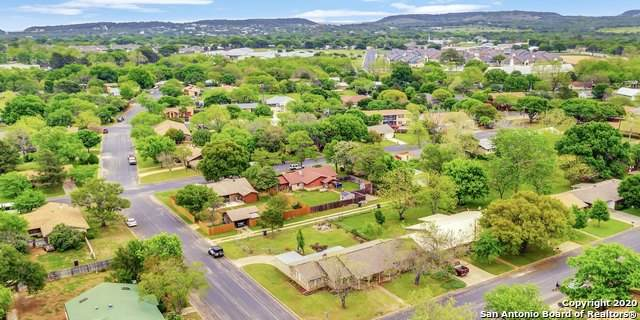 112 Glenmoor Dr, Fredericksburg, TX 78624 (#1452914) :: The Perry Henderson Group at Berkshire Hathaway Texas Realty