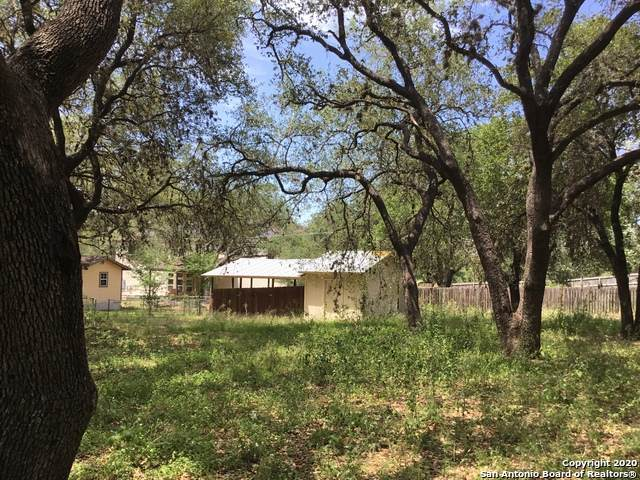 312 Sollock Dr, Devine, TX 78016 (MLS #1453427) :: The Real Estate Jesus Team