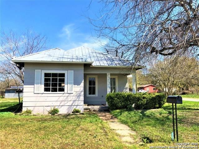 600 W Park Ave, Devine, TX 78016 (MLS #1454089) :: BHGRE HomeCity San Antonio