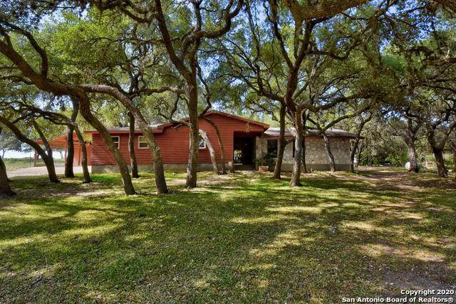 424 Silver Springs, Helotes, TX 78023 (MLS #1455921) :: Alexis Weigand Real Estate Group