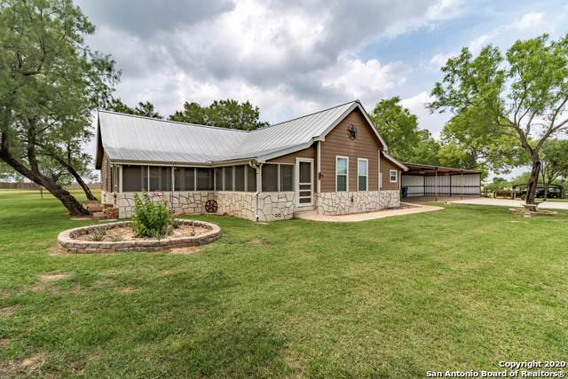 610 N Dickson St, Poth, TX 78147 (MLS #1458012) :: Alexis Weigand Real Estate Group