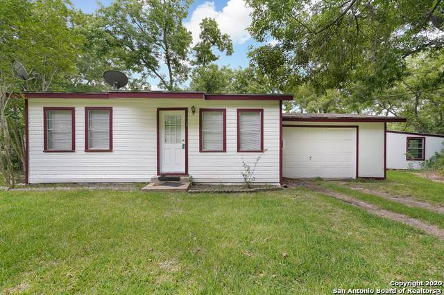 725 County Road 90B, Gonzales, TX 78629 (MLS #1458202) :: BHGRE HomeCity San Antonio