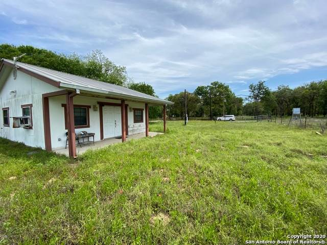 501 Wolf Ln, La Vernia, TX 78121 (MLS #1458377) :: Carolina Garcia Real Estate Group