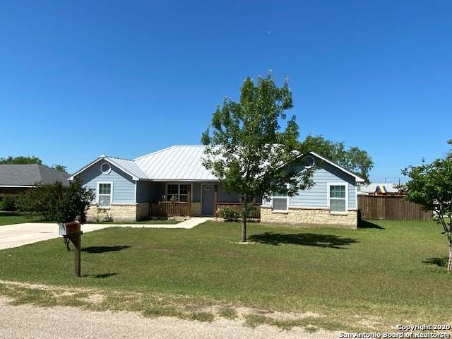 208 La Parita Ct, Jourdanton, TX 78026 (MLS #1458400) :: The Real Estate Jesus Team