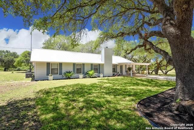 2574 County Road 7711, Devine, TX 78016 (MLS #1458650) :: BHGRE HomeCity San Antonio
