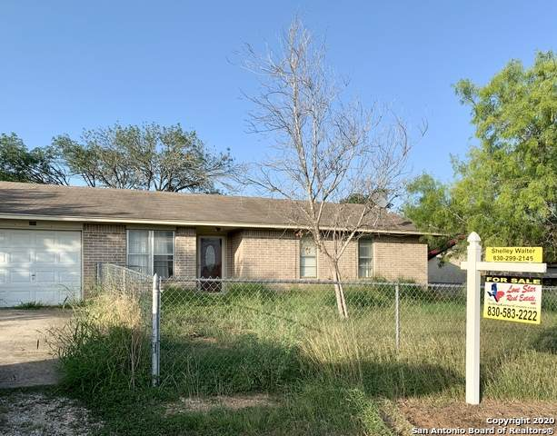 908 3rd St, Floresville, TX 78114 (MLS #1459071) :: The Heyl Group at Keller Williams