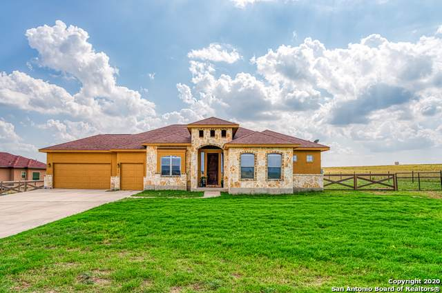 149 Merion Dr, La Vernia, TX 78121 (MLS #1459125) :: The Glover Homes & Land Group