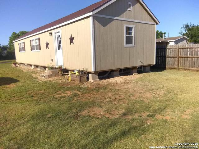 218 E Busby St, Dilley, TX 78017 (MLS #1459383) :: Tom White Group