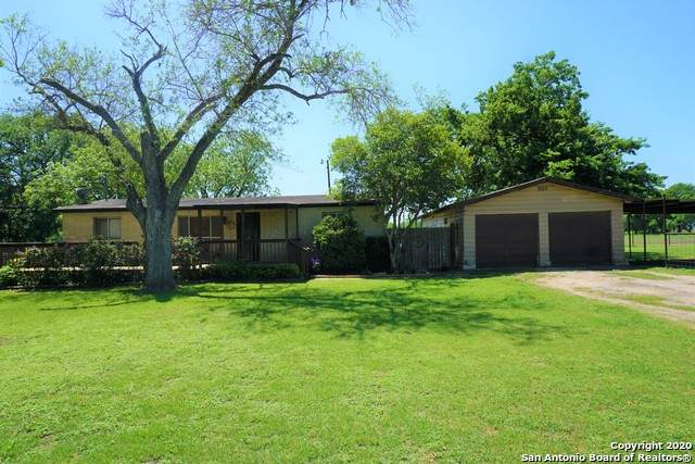 525 Dry Hollow Rd, La Vernia, TX 78121 (MLS #1459447) :: Reyes Signature Properties