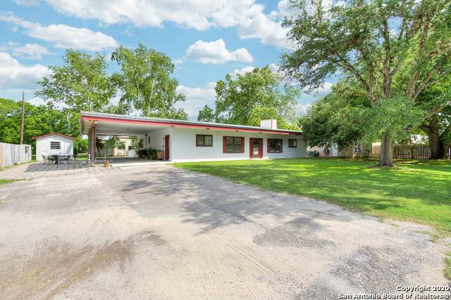2450 W Kingsbury St, Seguin, TX 78155 (MLS #1459596) :: The Mullen Group | RE/MAX Access
