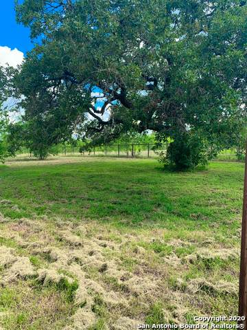565 4TH ST, Floresville, TX 78114 (MLS #1463989) :: The Heyl Group at Keller Williams