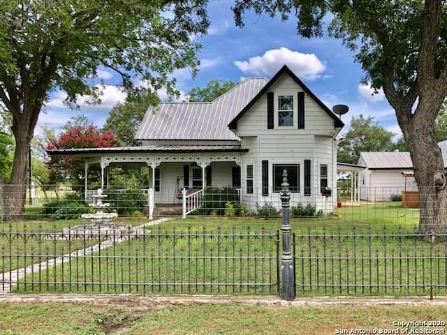 901 Zig Zag Ave, Devine, TX 78016 (MLS #1465574) :: The Heyl Group at Keller Williams