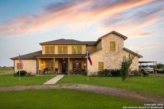 528 County Road 7718, Devine, TX 78016 (MLS #1465672) :: Alexis Weigand Real Estate Group