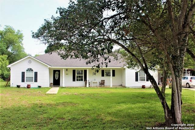 1408 County Road 664, Devine, TX 78016 (MLS #1465908) :: Alexis Weigand Real Estate Group