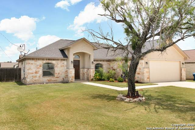 117 N 1st St, Floresville, TX 78114 (MLS #1466417) :: The Glover Homes & Land Group