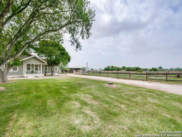 175 County Road 322, La Vernia, TX 78121 (MLS #1466970) :: Reyes Signature Properties