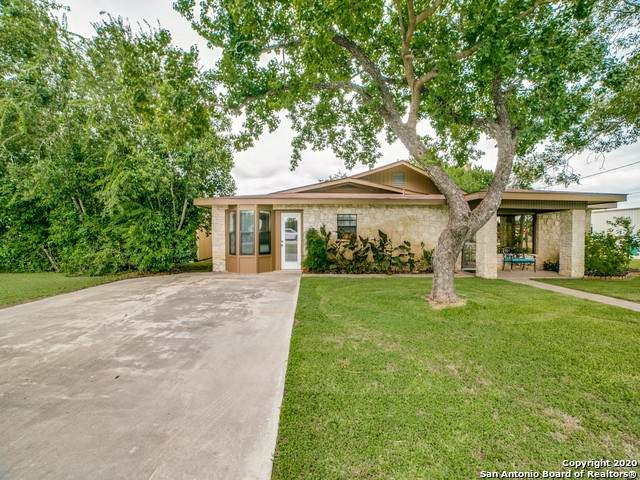 2203 Zanderson Ave, Jourdanton, TX 78026 (MLS #1467022) :: The Heyl Group at Keller Williams