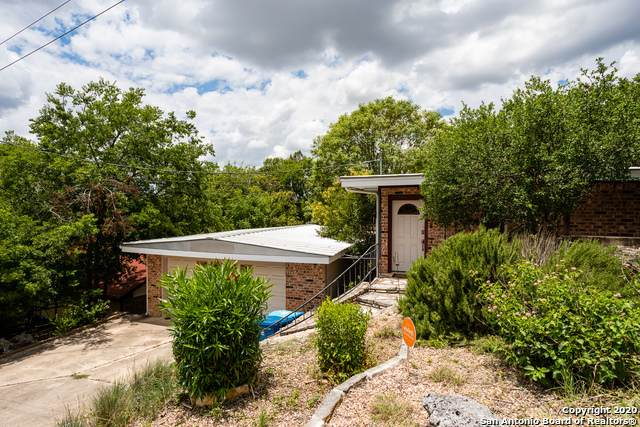 1504 Carol Ann Dr, Kerrville, TX 78028 (#1467050) :: The Perry Henderson Group at Berkshire Hathaway Texas Realty