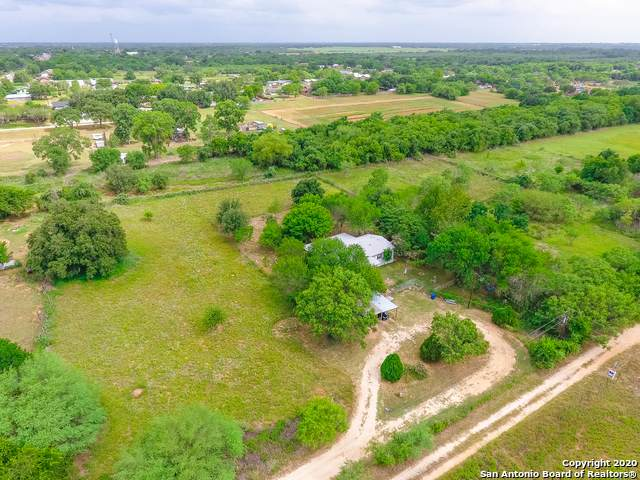 583 4th St, Floresville, TX 78114 (MLS #1467122) :: Neal & Neal Team