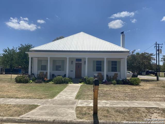 311 W Park Ave, Devine, TX 78016 (MLS #1469602) :: Exquisite Properties, LLC