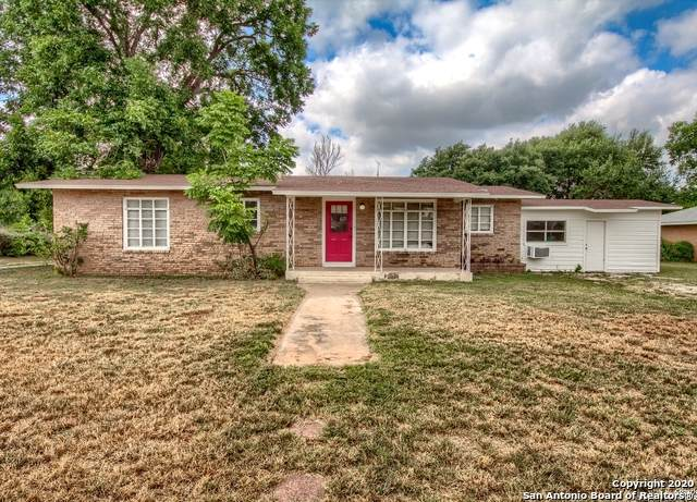 920 E Colorado St, Pearsall, TX 78061 (MLS #1469767) :: The Heyl Group at Keller Williams