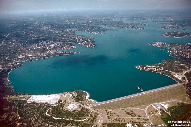 686 Hillclimb, Canyon Lake, TX 78133 (#1471992) :: The Perry Henderson Group at Berkshire Hathaway Texas Realty