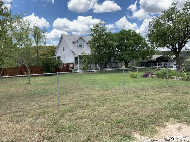 110 Vine St, Kerrville, TX 78028 (MLS #1473652) :: Alexis Weigand Real Estate Group