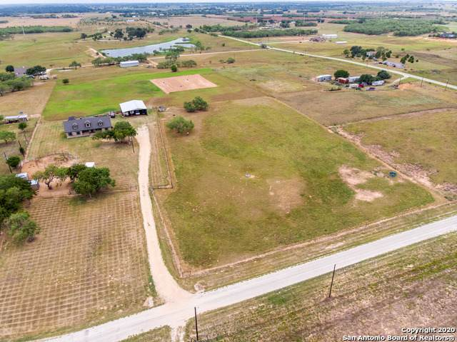 415 Holly Ln, Sutherland Springs, TX 78161 (MLS #1473693) :: The Gradiz Group