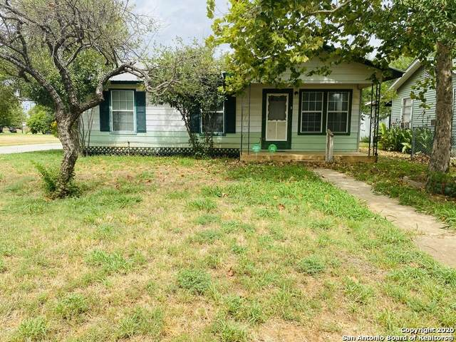 319 S Mulberry St, Pearsall, TX 78061 (MLS #1474199) :: NewHomePrograms.com LLC