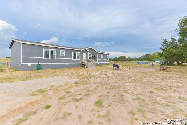 322 County Road 7755, Devine, TX 78016 (MLS #1474268) :: NewHomePrograms.com LLC