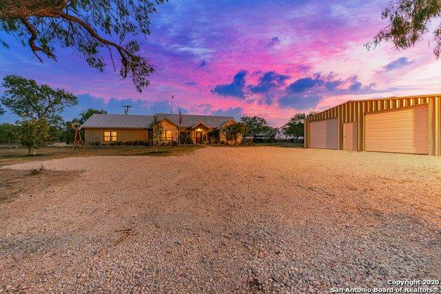 1277 State Highway 173, Bigfoot, TX 78005 (#1474493) :: The Perry Henderson Group at Berkshire Hathaway Texas Realty