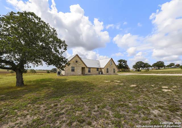 716 Lake Valley Dr, La Vernia, TX 78121 (MLS #1474576) :: Alexis Weigand Real Estate Group