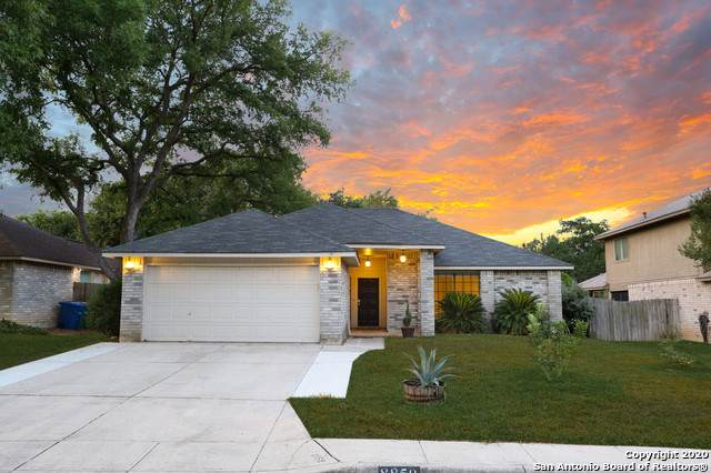 8858 Silent Stream, San Antonio, TX 78250 (#1474650) :: The Perry Henderson Group at Berkshire Hathaway Texas Realty