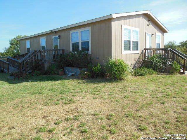 690 N Roosevelt St, Pearsall, TX 78061 (#1475006) :: The Perry Henderson Group at Berkshire Hathaway Texas Realty